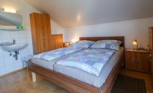 Haus Primosch - Ferienwohnung - Schlafzimmer